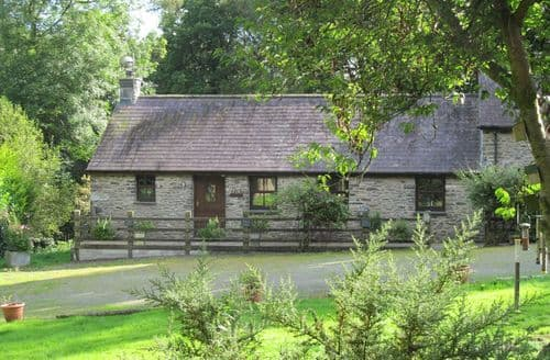 Last Minute Cottages - Ty Barcud