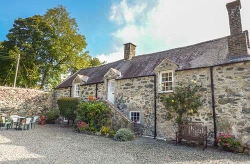 Last Minute Cottages - Stunning Cerrigceinwen Cottage S41197
