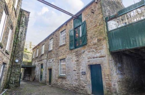 Big Cottages - Delightful New Mills Cottage S42445