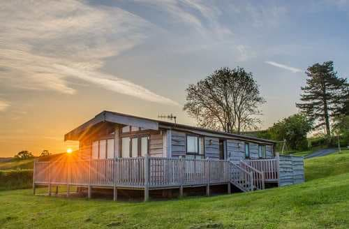 Last Minute Cottages - Superb Montgomery Lodge S43114