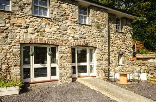 Last Minute Cottages - Excellent Glasinfryn Apartment S49859