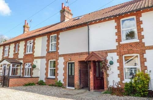 Last Minute Cottages - Wroxham Rest