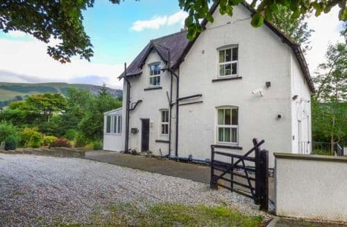 Last Minute Cottages - Cosy Carrog Cottage S69910