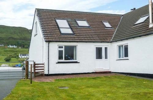 Last Minute Cottages - Lovely Uig Cottage S60428