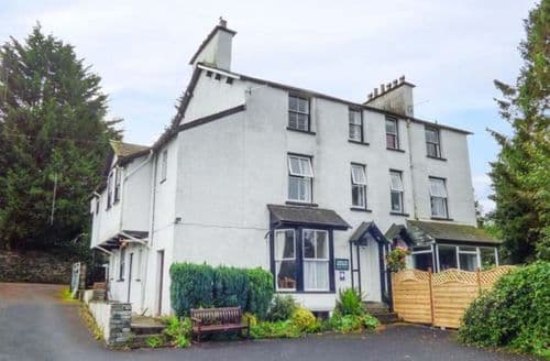 Last Minute Cottages - Cosy Bowness Apartment S69977