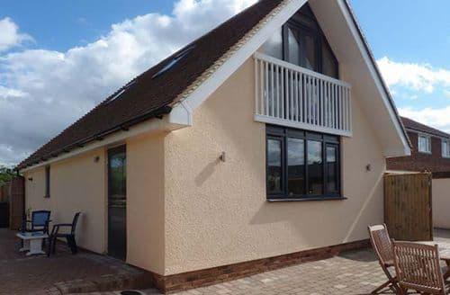 Last Minute Cottages - Lovely Aylesham Lodge S38615
