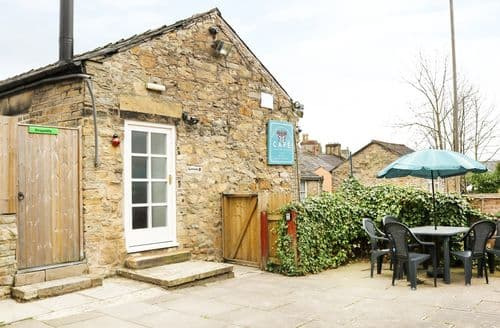 Last Minute Cottages - Stunning New Mills Apartment S60417