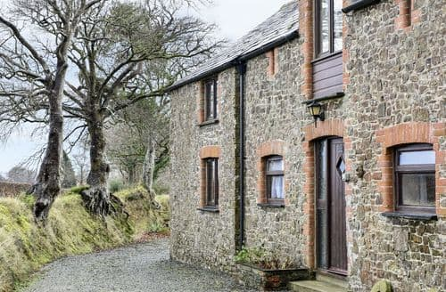 Last Minute Cottages - Delightful Chilsworthy Apartment S72590