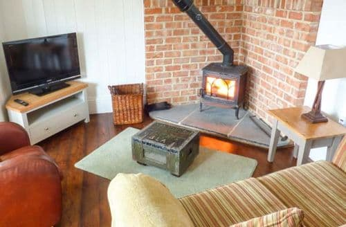 Last Minute Cottages - Lovely Castleton Cottage S79267