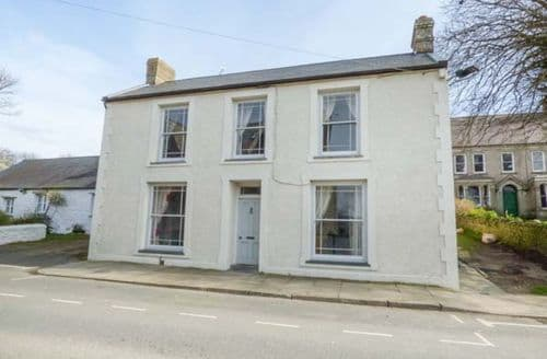 Last Minute Cottages - Apartment 2 Ty Llwyn- Ground floor side apartment
