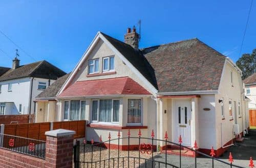 Dog Friendly Cottages - Inviting Llandudno Cottage S79326