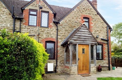 Last Minute Cottages - Gorgeous Berry Hill Cottage S81513