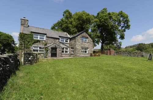 Last Minute Cottages - Maes Madog