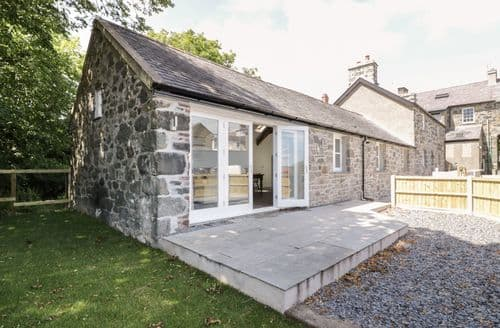 Last Minute Cottages - Wonderful Criccieth Cottage S82935