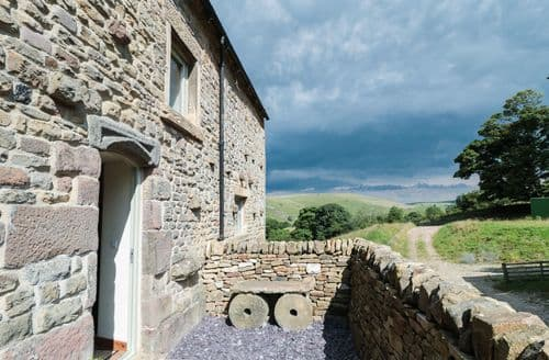 Last Minute Cottages - Curlew