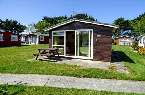 Last Minute Cottages - Adorable Cornwall Lodge S83710