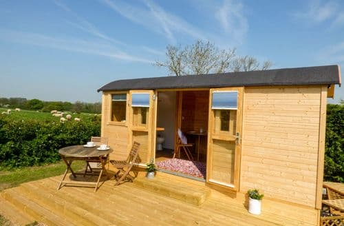 Last Minute Cottages - Cosy Marchington Woodlands Cottage S81160