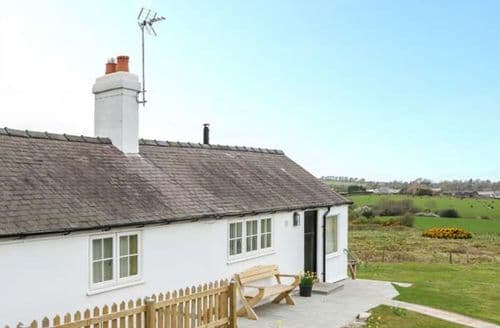 Last Minute Cottages - Quaint Holywell Cottage S71478