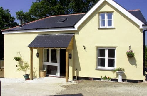 Last Minute Cottages - Beautiful Winkleigh House S2049