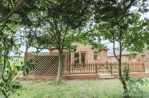 Last Minute Cottages - Quaint Bramcote Lodge S86236
