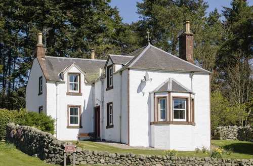 Last Minute Cottages - Rottal Farmhouse
