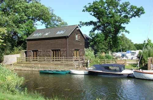 Last Minute Cottages - The Boathouse