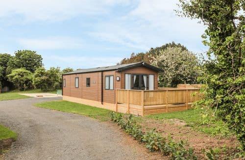 Last Minute Cottages - Maple Lodge