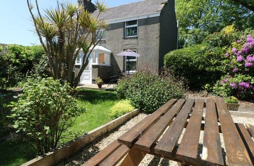 Last Minute Cottages - Luxury Trefor Cottage S98389