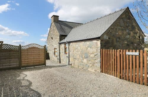 Last Minute Cottages - Cosy Chwilog Cottage S98910