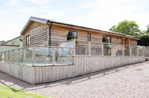 Last Minute Cottages - Hill View Lodge 1