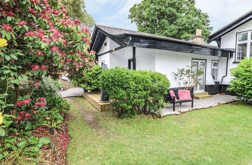 Last Minute Cottages - Charming Totland Cottage S104219