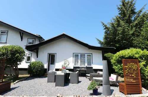 Last Minute Cottages - Stunning Totland Cottage S104220