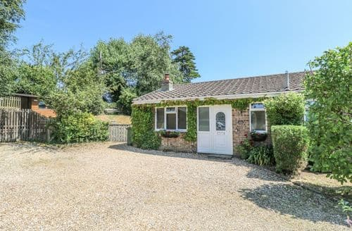 Last Minute Cottages - Gorgeous Ryde Cottage S105125