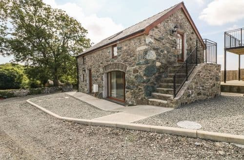 Last Minute Cottages - Cosy Bodedern Cottage S114319