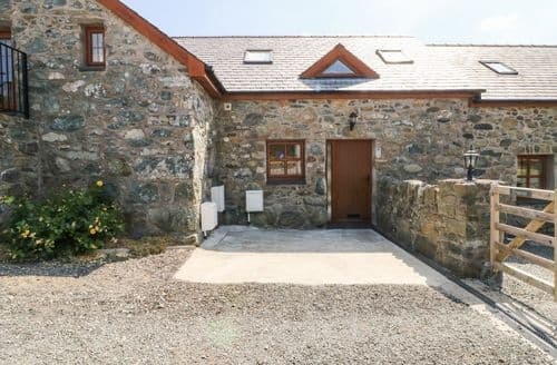 Last Minute Cottages - Cosy Bodedern Cottage S114320