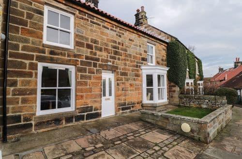 Last Minute Cottages - Charming Castleton Cottage S126375