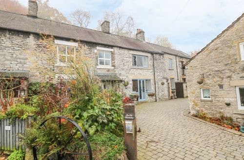 Last Minute Cottages - Cosy Castleton, Peak District Cottage S126792