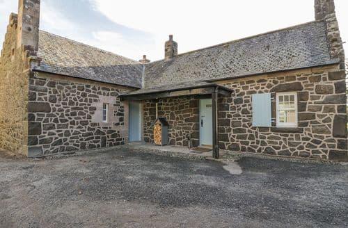 Last Minute Cottages - Marnoc Cottage