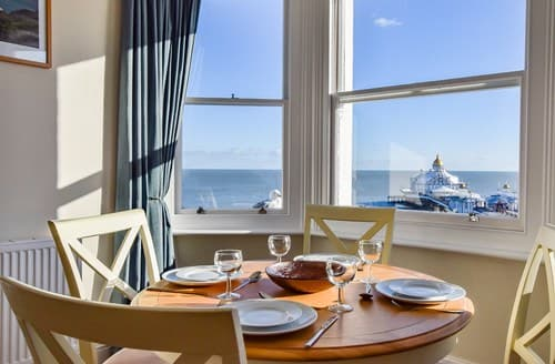 Last Minute Cottages - Tasteful Eastbourne Apartment S134602