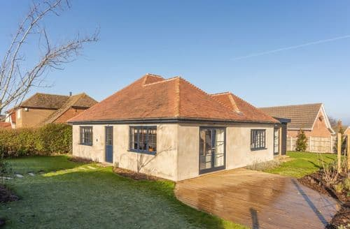 Last Minute Cottages - Cosy Hunstanton Cottage S134692
