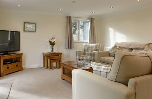 Last Minute Cottages - Gorgeous Little Whelnetham Lodge S134715