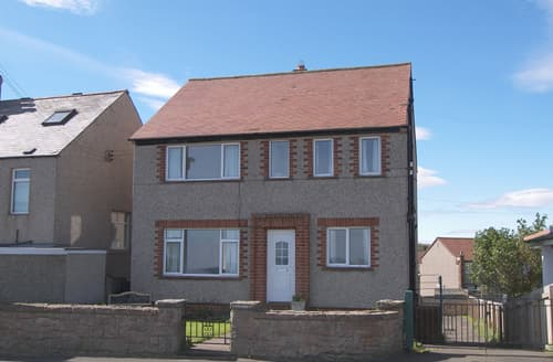 Last Minute Cottages - Lovely Seahouses & Beadnell Area Cottage S134755