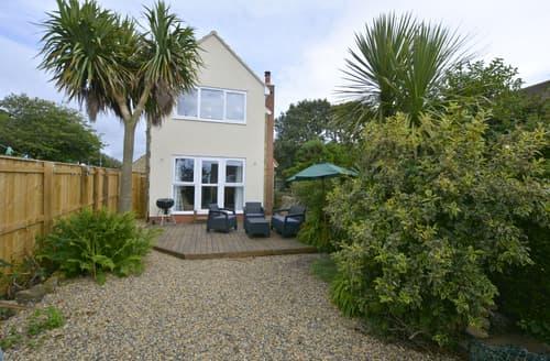 Last Minute Cottages - Tasteful Seahouses & Beadnell Area Cottage S134920