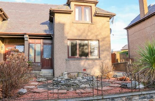 Last Minute Cottages - Cosy Stornoway Cottage S135035