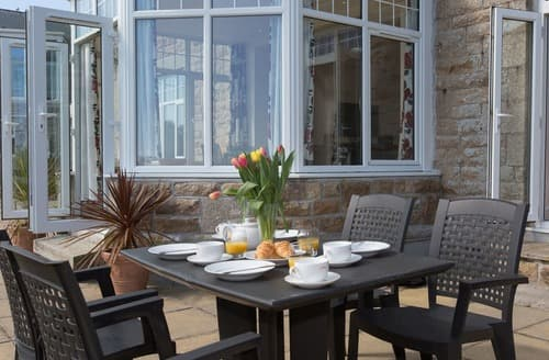 Last Minute Cottages - Delightful St Ives Apartment S135228