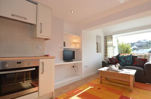 Last Minute Cottages - Inviting Paignton Apartment S135282