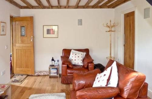 Last Minute Cottages - Delightful Hassocks Cottage S4254