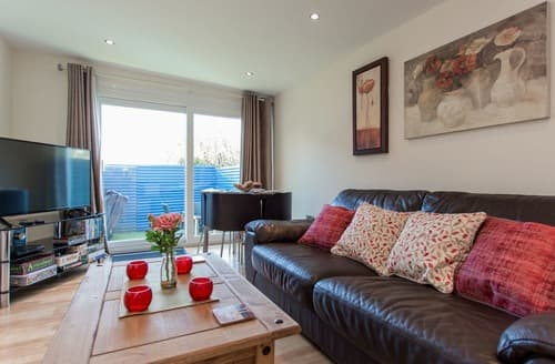Last Minute Cottages - Cosy Ventnor Lodge S135373