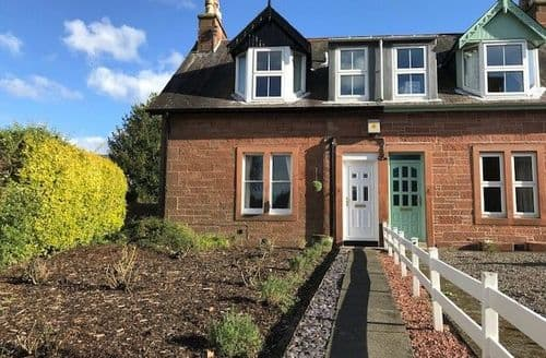 Last Minute Cottages - Inviting Thornhill Cottage S135428