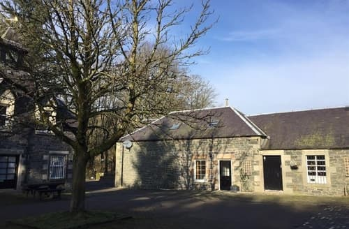 Last Minute Cottages - Charming Biggar Cottage S135530